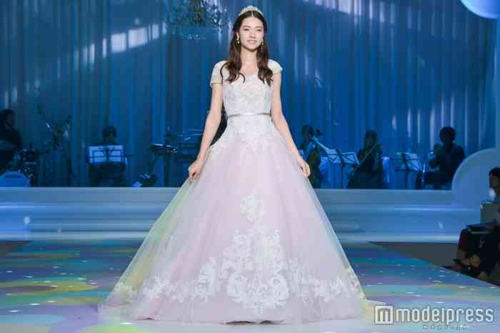 e52ef563ca6c7 ディズニー公認のウエディングドレス発表 「美女と野獣」「シンデレラ」「白雪姫