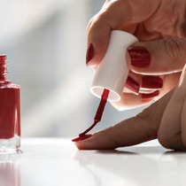 ダイソーの化粧品から検出の発がん性劇薬、接着剤や塗料、食器など日用品にも幅広く含有 | ビジネスジャーナル