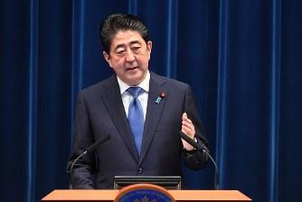 安倍晋三首相:28日解散を表明 消費増税分の使途を変更