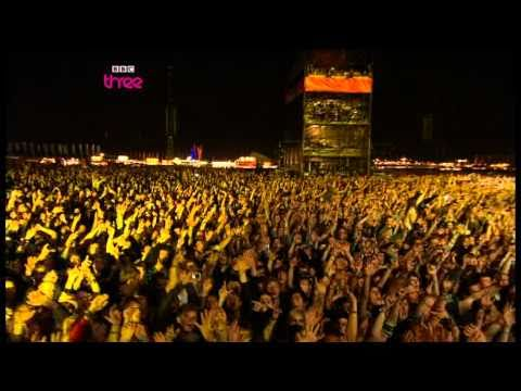Arcade Fire - Wake Up   Reading Festival 2010   Part 16 of 16 - YouTube