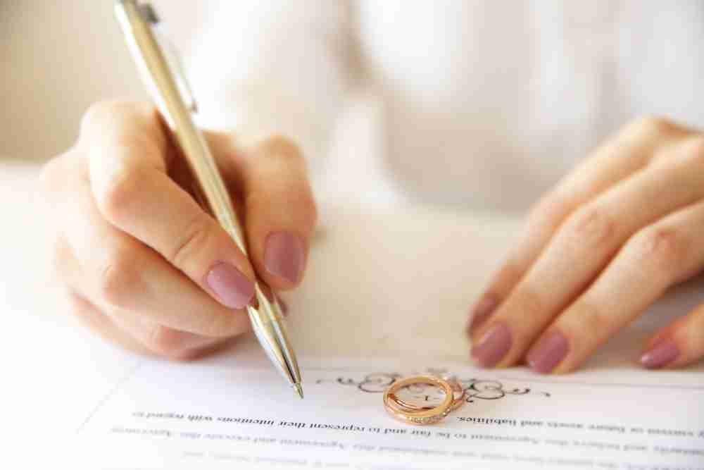 """現実の契約結婚は「逃げ恥」のようにはいかない… """"非婚出産""""への道のり"""