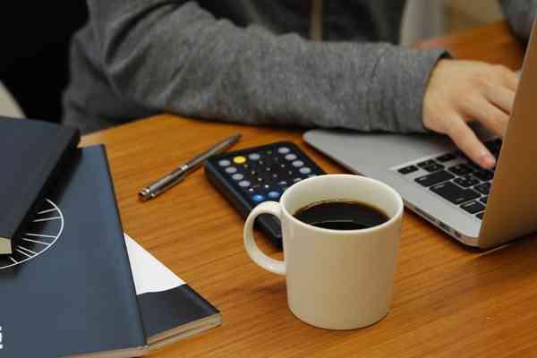 年収1000万円以上の高所得者ほどコーヒーを飲む量が多いことが ...