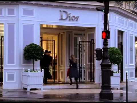 Sex and the City Carrie falls in Dior - YouTube