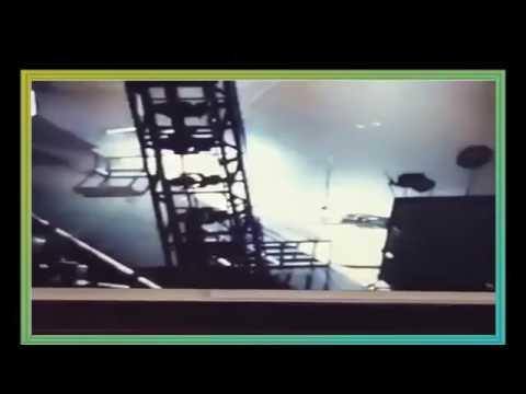 衝撃!!ワンオクToru ステージの大穴に落下シーン - YouTube