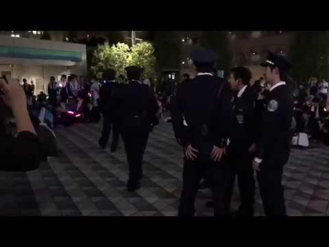 【東京ドーム】警備員の注意を無視して叫び続けるオタク - YouTube