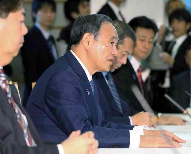 SNSの不適切書き込み、規制強化指示 閣僚会議で菅氏:朝日新聞デジタル