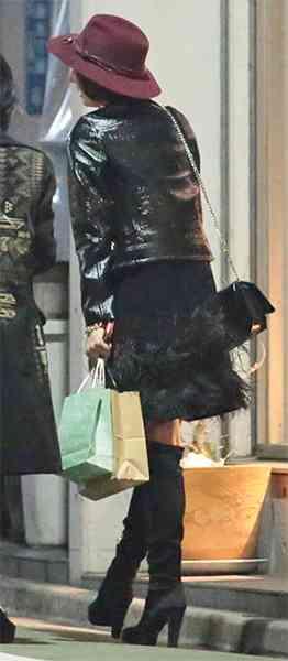 米倉涼子 トランプ晩餐会2日後に見せた膝上15cmミニ撮|ニフティニュース