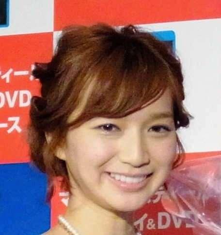 芹那 32歳でもアニメ声健在 おかもととベタベタ2ショット (デイリースポーツ) - Yahoo!ニュース
