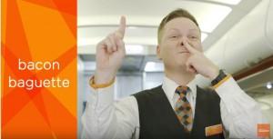 """""""ブタ鼻""""を作る客室乗務員! LCC航空会社の機内で使われる驚きのサインとは?/2017年12月16日 - 気になる - ニュース - クランクイン!"""