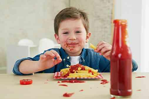 小さなお子様との外食、食べこぼしどうしてますか?