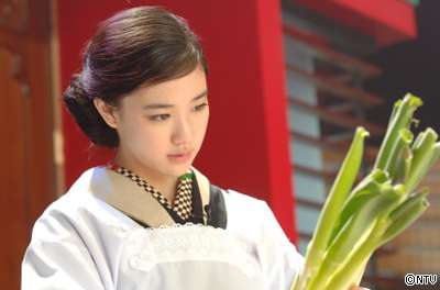 宮崎あおい、結婚発表直前に岡田准一の元カノと共演で「不機嫌事件」…「結構嫉妬深い性格なようで」
