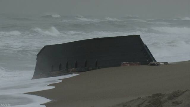 漂着木造船から新たに2遺体 合わせて6人に 秋田   NHKニュース