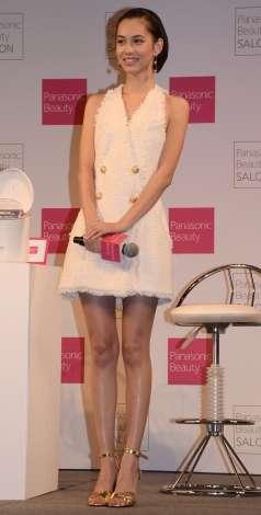水原希子、ミニワンピで美脚披露「大人っぽくしてみました」