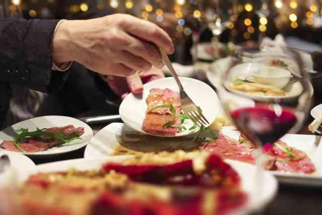 食べ放題の前には「飲むヨーグルト」を飲め! 大食いチャンピオンが実践する、たくさん食べる方法