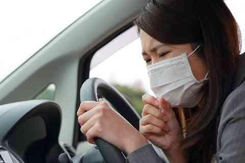 花粉症で運転中に「くしゃみ」連発、ハンドル操作誤り死亡事故…罪は軽減される? - 弁護士ドットコム