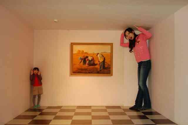 綾瀬はるか、華麗なスケート披露も最後は壁に激突 高橋大輔も驚き「怖いもの知らず」