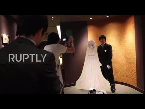 Japan: A wedding out of this world! Grooms get married to VR brides - YouTube