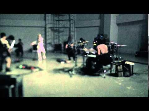 UVERworld 『AWAYOKUBA-斬る』 - YouTube
