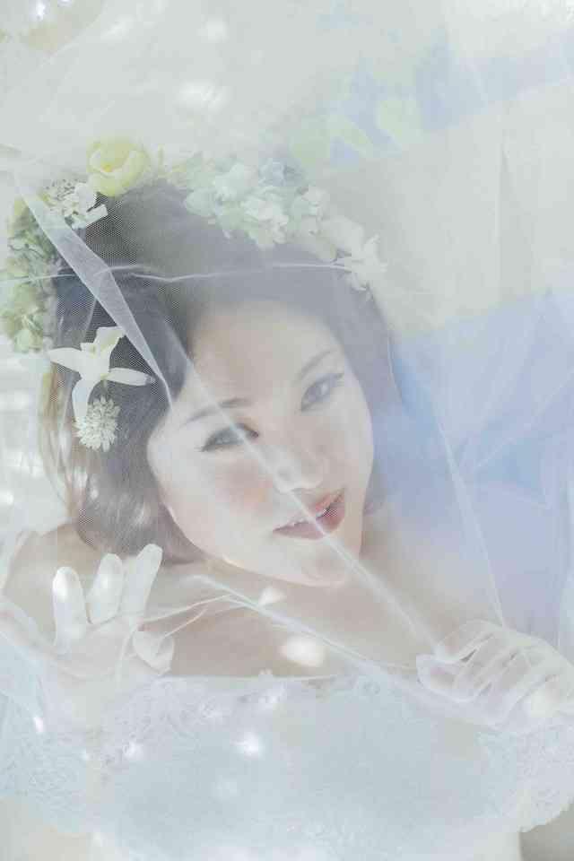 バービー「ゼクシィ」で小顔な花嫁に、結婚式はヌーディストビーチでやりたい
