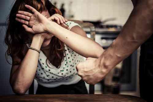 歯を折り、熱湯を浴びせ…2カ月間にわたり暴行した男女2人を逮捕 | Real News On-line!
