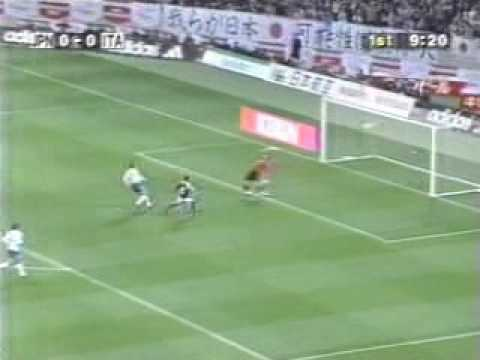 柳沢敦 イタリア代表戦のスーパーゴール - YouTube