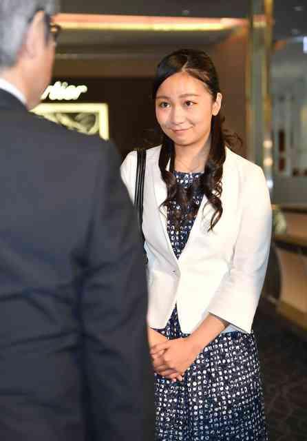 佳子さま、「お帰りなさい」に笑顔 英国留学から帰国