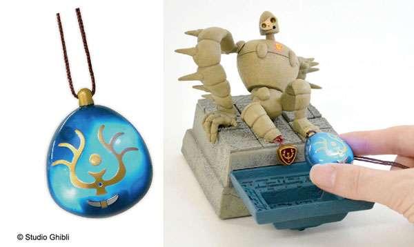 バルス!と唱えると本当に光る「飛行石」ペンダントが登場。7月には連動するロボット兵の発売予定も…