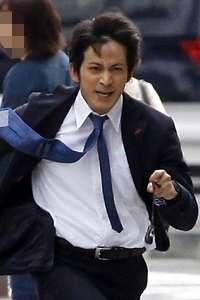 "V6・岡田准一、『テレ東音楽祭』で暗躍! 生放送中の""事件""に速攻対応で「さすがSP」!?"