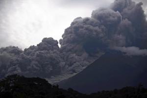 グアテマラで火山噴火、25人死亡…3百人負傷