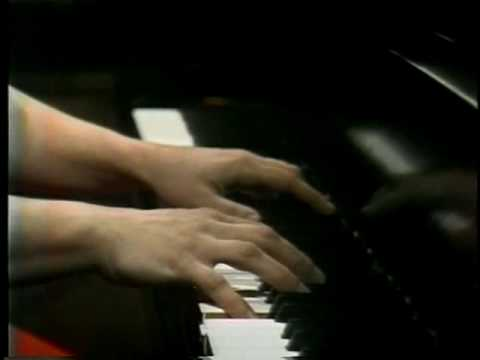 Martha Argerich,Ravel Jeux d'eau - YouTube