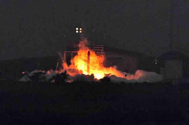 ホリエモンロケットMOMO2号機、打ち上げ直後に炎上