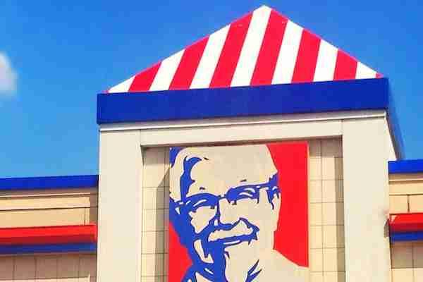 チキン好きカップルKFCで結婚披露パーティー、費用はおよそ1万5千円