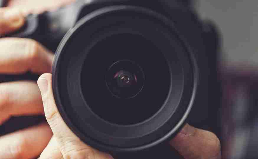 社長室でのレイプ、会議中のスカートの中…職場で盗撮され退職に追い込まれる女性たち──日本は盗撮を放置している | BUSINESS INSIDER JAPAN