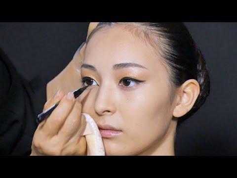 「線の駆け引き」の勝負 山口小夜子のつくり方 - YouTube