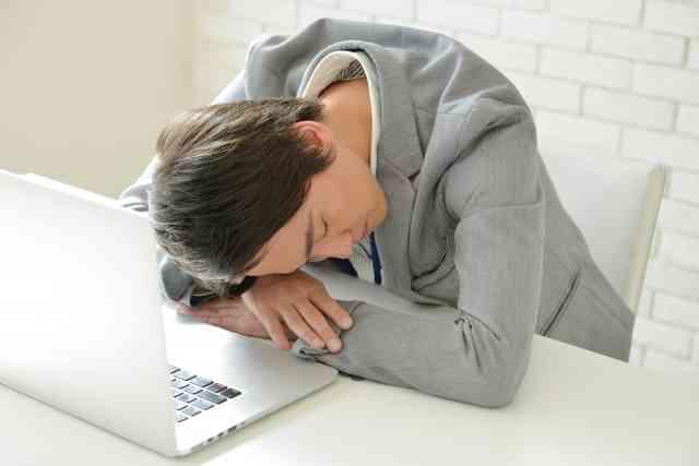 「職場で午後20分の昼寝を」英科学者が推奨 創造性、問題解決能力、免疫力がアップ