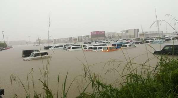 イオン小郡が水没し店内に雨水が浸水 駐車場も冠水で取り残された人も | ニュース速報Japan