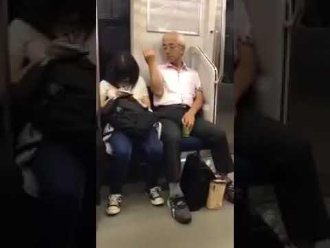 JKにチン毛をかけるおじさん現る - YouTube