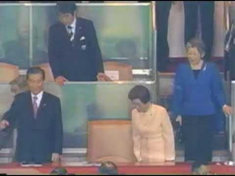 2002年6月30日 日韓共催サッカーワールドカップ決勝戦: 金大中大統領と天皇陛下(韓国人のマナー) - YouTube
