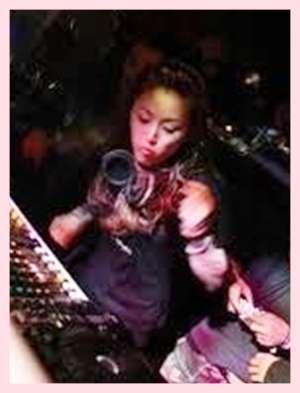 酒井法子、ミリオンセラーヒット曲「碧いうさぎ」手話を交え熱唱
