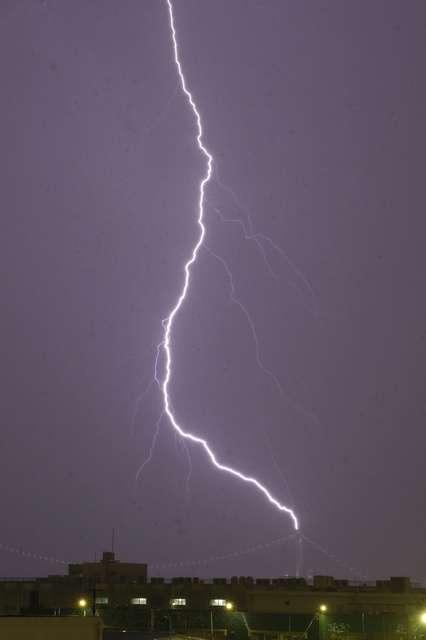 都内で激しい雨や雷 交通混乱、目黒川は氾濫危険水位に