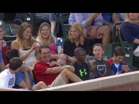 【感動】MLBの観客の中で起こったやさしい世界まとめ - YouTube