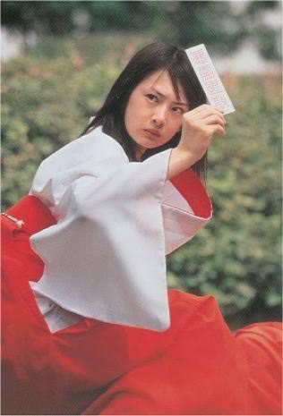 """北川景子バースデー、泉里香ら""""セーラー戦士""""が祝福 15年越しの仲よしショットにファン歓喜"""