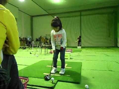 ゴルフを2歳から始めると何歳でスイングが完成していくのか? - YouTube