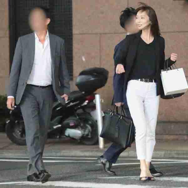 葉月里緒奈が3度目の結婚、大邸宅で二世帯生活開始│NEWSポストセブン