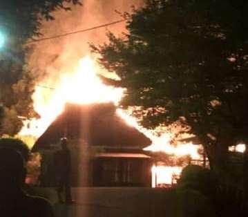 打ち上げ花火で失火か 宿泊施設が4棟全焼、大分・中津