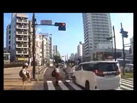 元モー娘。吉澤ひとみ容疑者のひき逃げ事故の瞬間映像! - YouTube