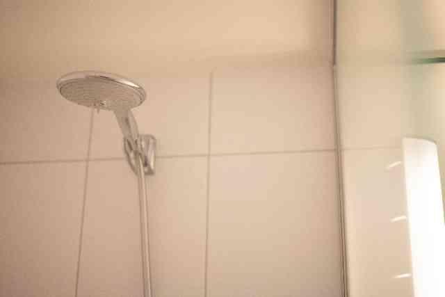 シャワーヘッドの掃除のしかた。シャワーヘッドの黒い汚れをとるよ! - 知ッタメ!