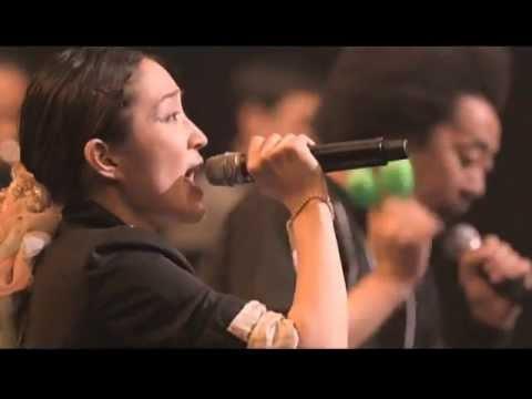 安藤裕子 / ぼくらが旅に出る理由(from LIVE DVD「秋の大演奏会」) - YouTube