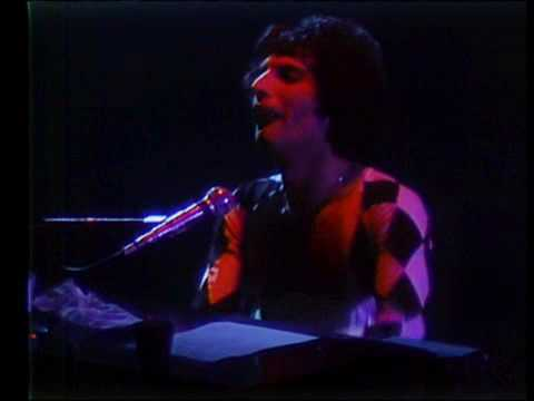 Queen - Millionaire Waltz - Live 12/11/77 - YouTube