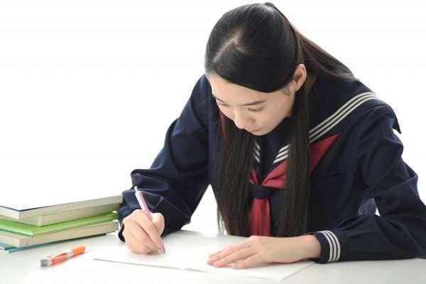 受験生の7割が家計の負担を心配して塾や予備校の利用をためらった経験あり 「月額1万円未満」でも半数以上が躊躇 | キャリコネニュース